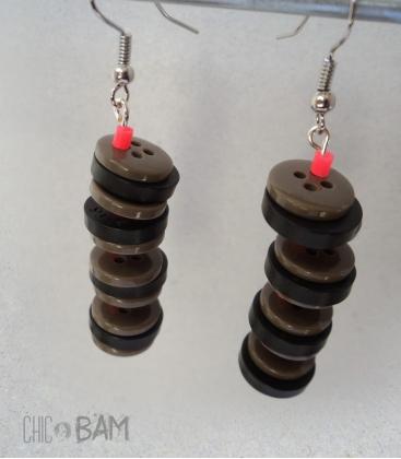 boucles BOUTONS marron / noir / corail