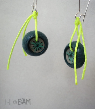 boucles BOUTONS vintage / fluo