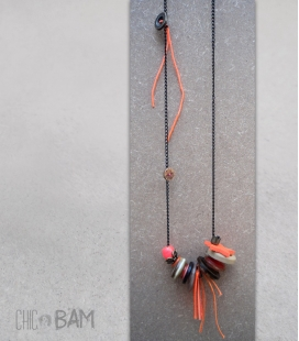 sautoir BOUTONS corail / fluo