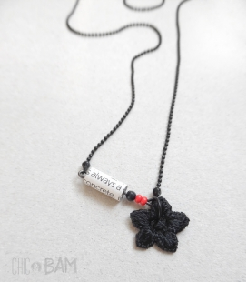 collier TYPO noir / rouge