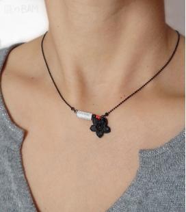 collier TYPO noir / rouge