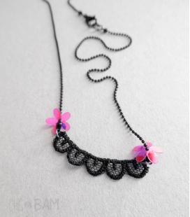 collier DENTELLE noir / fleurs