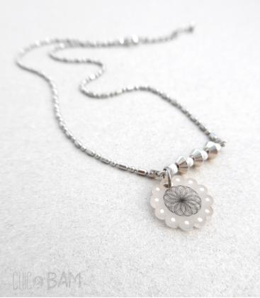 collier SPIROGRAPH blanc / pois